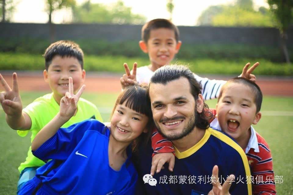 Maronildo e alunos de Futebol