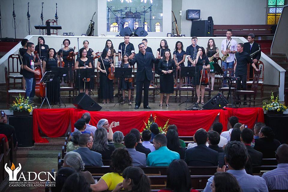 Fotos da primeira apresentação da Orquestra ADCN